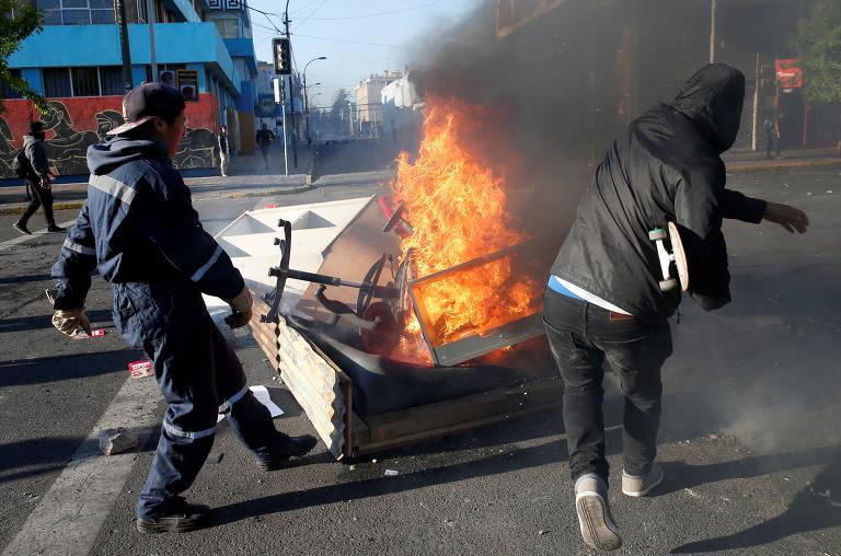Pessoas morrem e lojas são incendiadas durante protestos em Santiago, no Chile