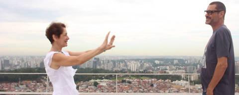 A diretora do documentário 'Passagens', Lúcia Nagib, e um de seus entrevistados, o cineasta Paulo Caldas