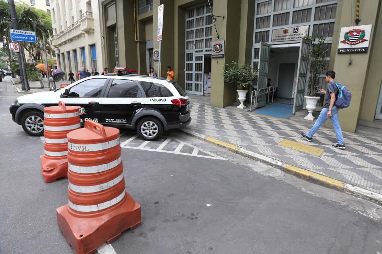 Calçadas de prédios públicos de SP estão em más condições