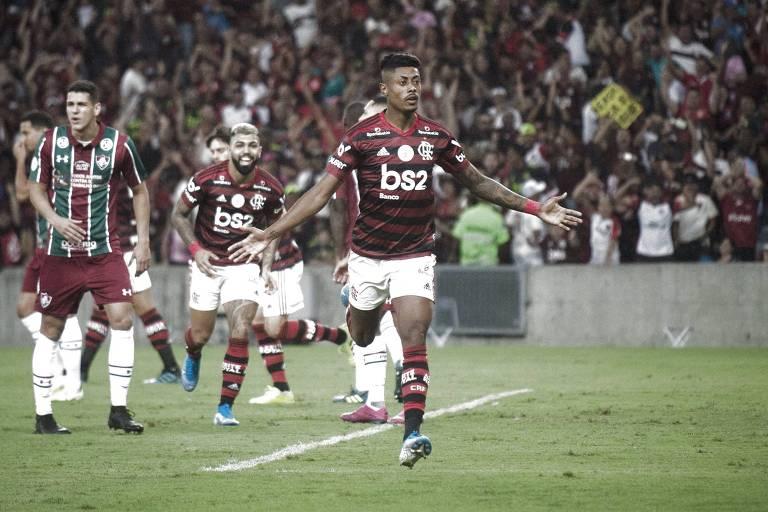 O atacante Bruno Henrique comemora o seu gol, que abriu o placar na vitória do Flamengo por 2 a 0 sobre o Fluminense, pelo Campeonato Brasileiro