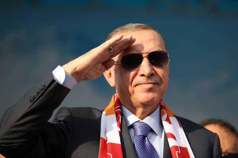 Turkish President Tayyip Erdogan salutes during a gathering in Kayseri, Turkey, October 19, 2019. Mustafa Kamaci/Presidential Press Office/Handout via REUTERS ATTENTION EDITORS - THIS PICTURE WAS PROVIDED BY A THIRD PARTY. NO RESALES. NO ARCHIVE ORG XMIT: FFF-IST14
