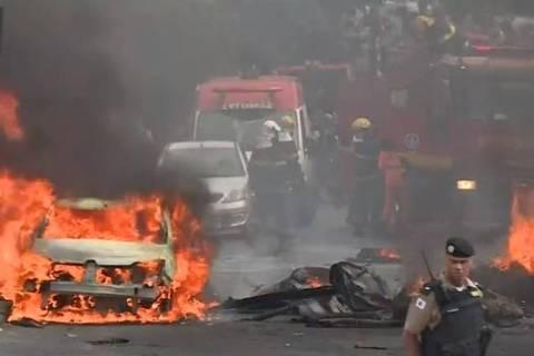 Monomotor cai em rua de Belo Horizonte (MG) na manhã desta segunda-feira (21)