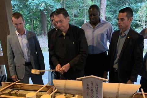 Em templo xintoísta, Bolsonaro diz que precisa se livrar do mal
