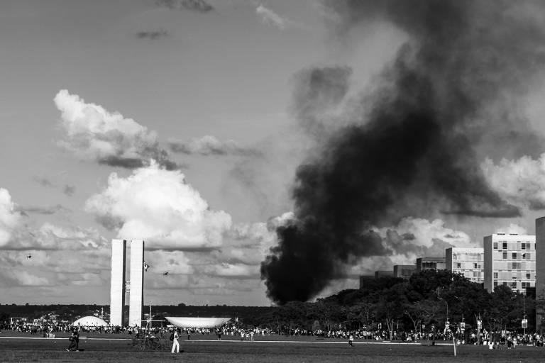 Registro do Mídia Ninja das manifestações de junho de 2013 em Brasília integra documentário 'O Mês que Não Terminou', de Francisco Bosco e Raul Mourão