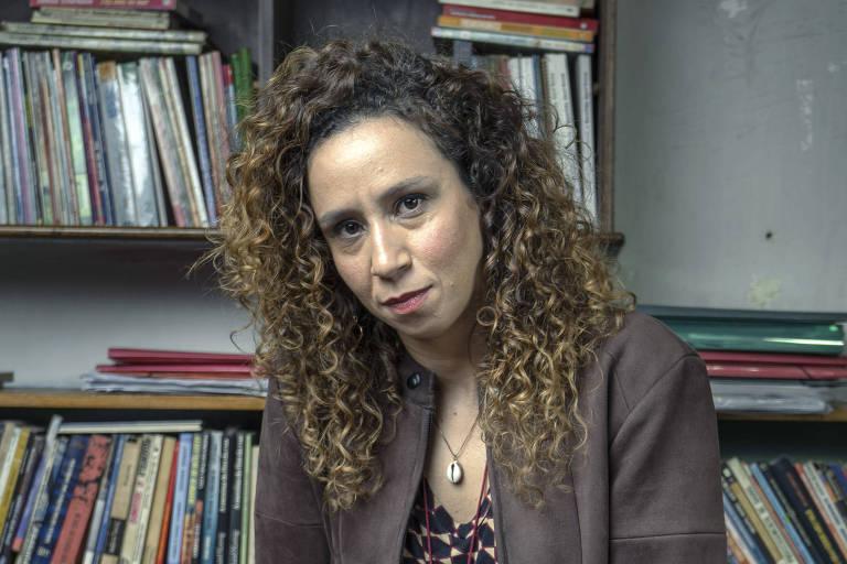 Thalita Carauta é a professora Eliete em 'Segunda Chamada'