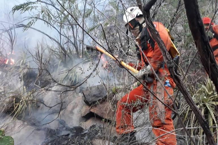 Fogo atinge Chapada Diamantina, na Bahia