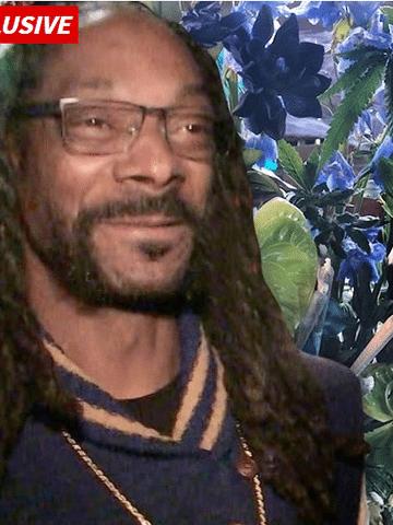 Snoop Dogg desfrutou de flores muito especiais em seu  48º aniversário no domingo - um buquê personalizado de erva de maconha