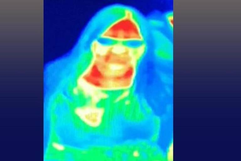 A câmera de imagem térmica mostrou que o seio de Gill tinha uma cor diferente