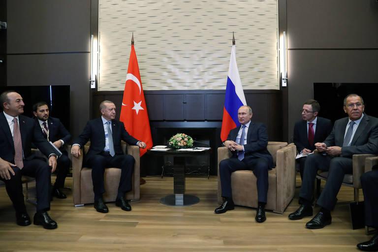 Erdogan e Putin se reúnem, com seus chanceleres e tradutores, na casa de verão do russo em Sochi