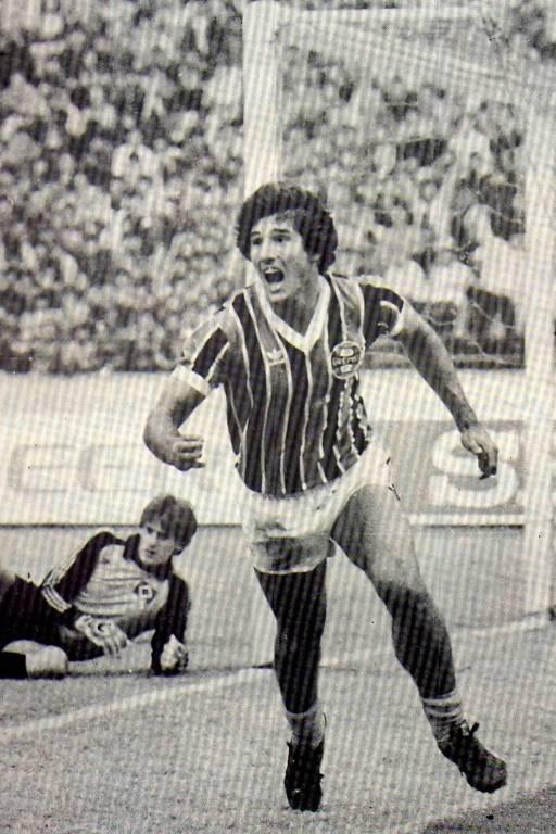 Renato Gaúcho comemora um de seus gols na vitória de 2 a 1 do Grêmio sobre o Hamburgo-ALE, na final do Mundial de clubes em 1983
