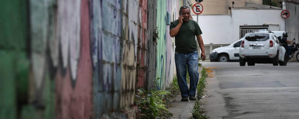 Estudo inédito de São Paulo revela a largura de todas as calçadas da cidade. 41% delas sequer têm a largura exigida pela legislação atual; na foto, rua Luar do Meu Bem, Limão (zona norte)