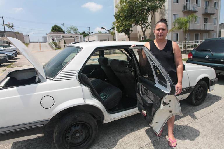 A artesã Fabiana Aparecida de Oliveira, 37 anos, afirma que os ladrões trocaram as rodas novas por velhas, com pneus carecas, além de levarem a bateria, o 'kit gás' e danificarem o porta-malas de seu carro