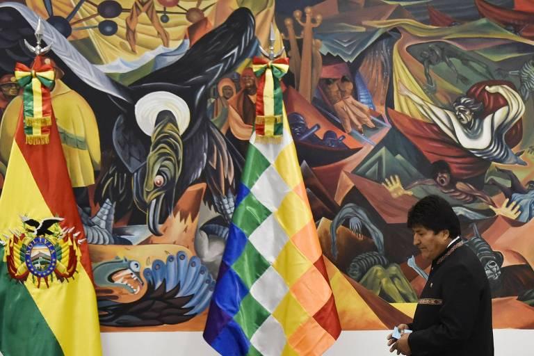 O presidente Evo Morales chega à Casa Grande do Povo, em La Paz, para entrevista coletiva
