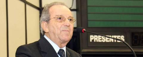 O escritor e jornalista Saulo Gomes, fala durante uma sessão da Câmara dos deputados de Ribeirão Preto, SP