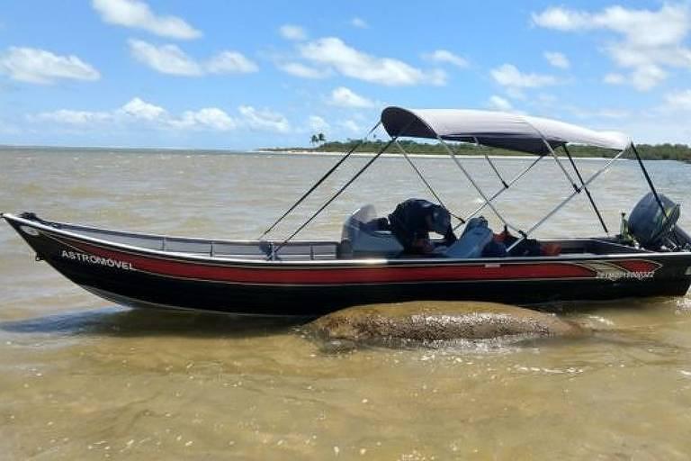Barco acompanha Astro, que será removido se a situação se deteriorar