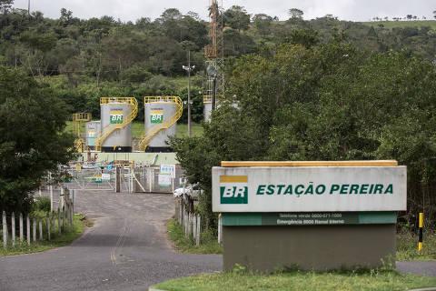 CATU, BA, BRASIL 19-07-2017: CRISE DO PETROLEO - Estacao de captacao de petroleo no interior da Bahia. Exploracao do petroleo cai nos ultimos anos em meio a crise da Petrobras. (Diego Padgurschi /Folhapress - MERCADO) *** EXCLUSIVO***
