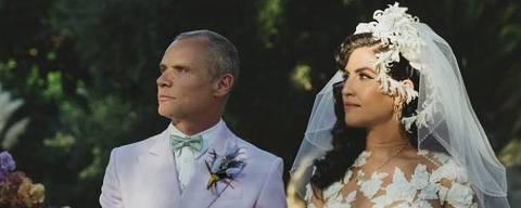 Flea, baixista do Red Hot Chili Peppers, se casa com a designer Melody Ehsani