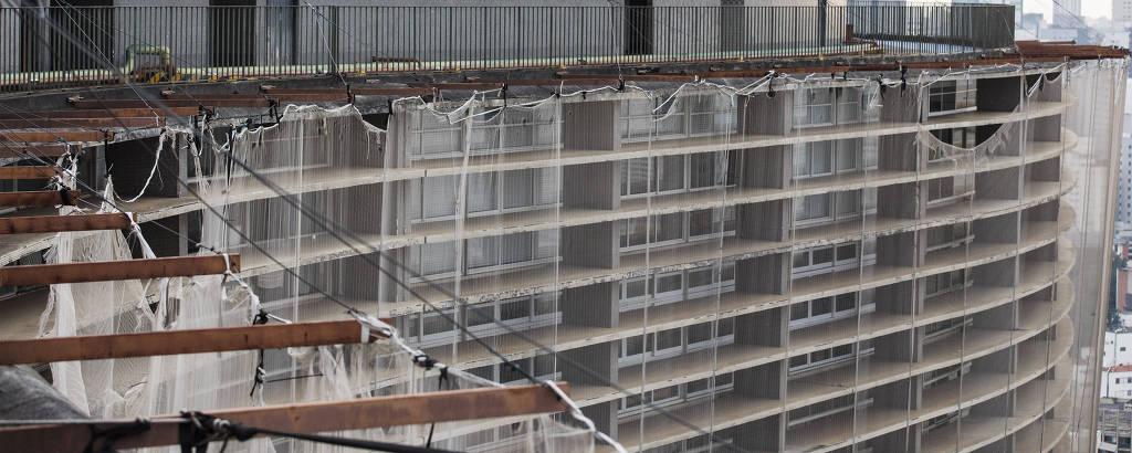 Restauro do Edifício Copan. Detalhe da tela de proteção dos últimos andares do Edifício Copan, que iniciou obra de restauração em 2011