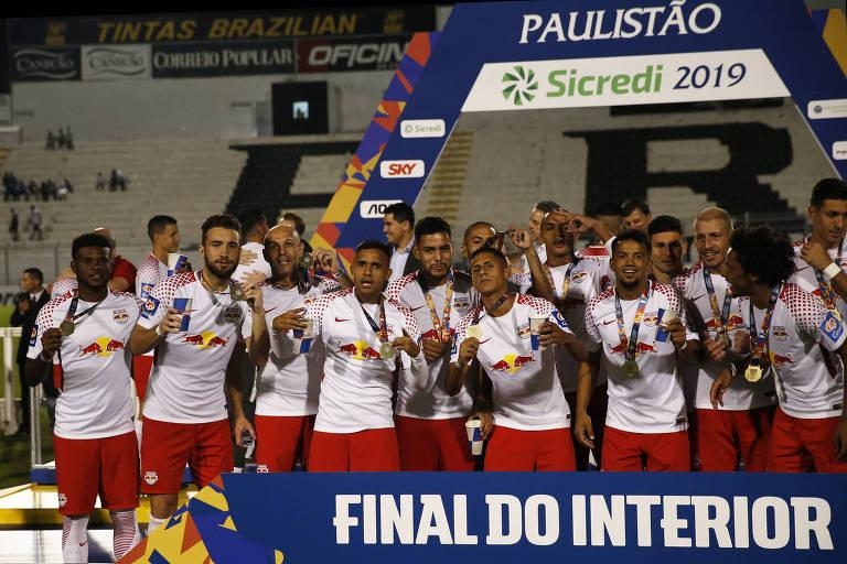Jogadores do Red Bull Brasil comemoram a conquista do Troféu do Interior