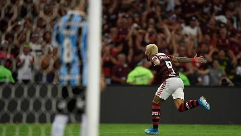 Flamengo's Gabriel Barbosa celebrates after scoring against Gremio during their Copa Libertadores semi-final second leg football match , at Maracana stadium in Rio de Janeiro, Brazil, on October 23, 2019. (Photo by MAURO PIMENTEL / AFP)