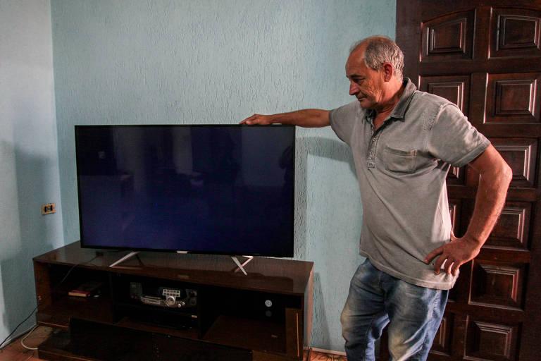 Sebastião Marques Padilha Filho, da Vila Livieiro (zona sul), conta que pagou, em junho de 2018, R$ 2.600 pela TV de 55 polegadas e não se conforma com o valor cobrado pela assistência para arrumá-la