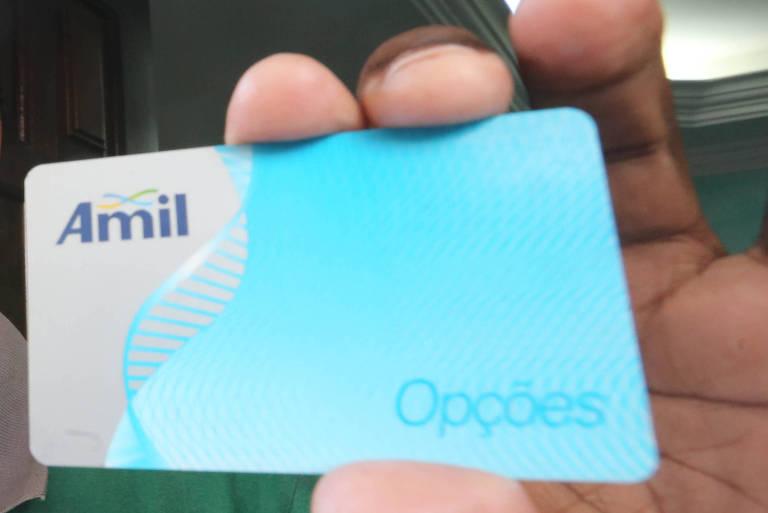 Aposentado conta que paga R$ 800 de mensalidade de plano de saúde da Amil