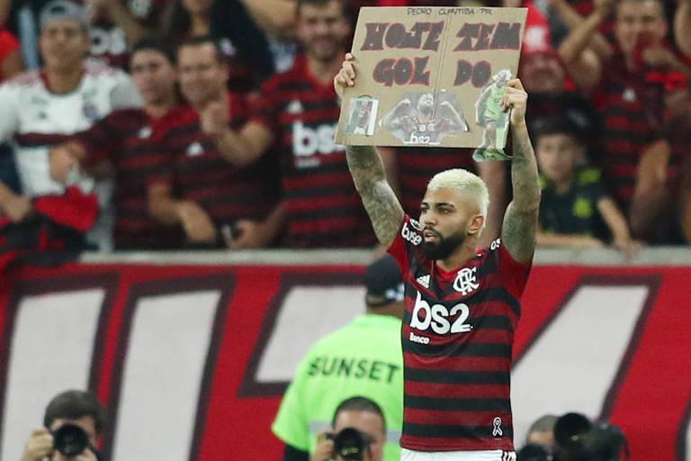 Gabriel comemora o primeiro de seus dois gols sobre o Flamengo, no Maracanã, em duelo pela semifinal da Libertadores