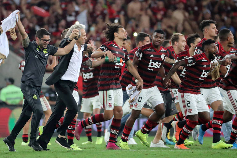 Elenco flamenguista comemora classificação à final da Libertadores
