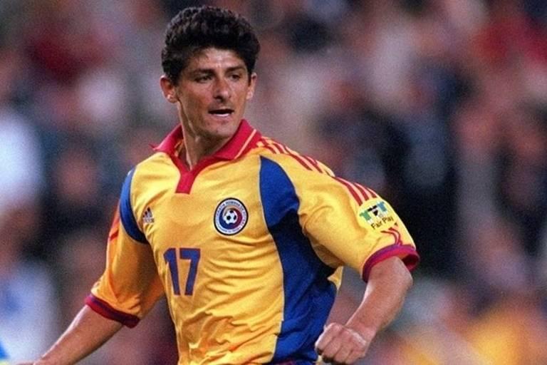 Miodrag Belodedici, que foi zagueiro na seleção da Romênia, durante jogo da Eurocopa de 2000