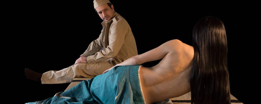 Caco Ciocler e Marjorie Estiano em cena da peça 'Os Sete Afluentes do Rio Ota'