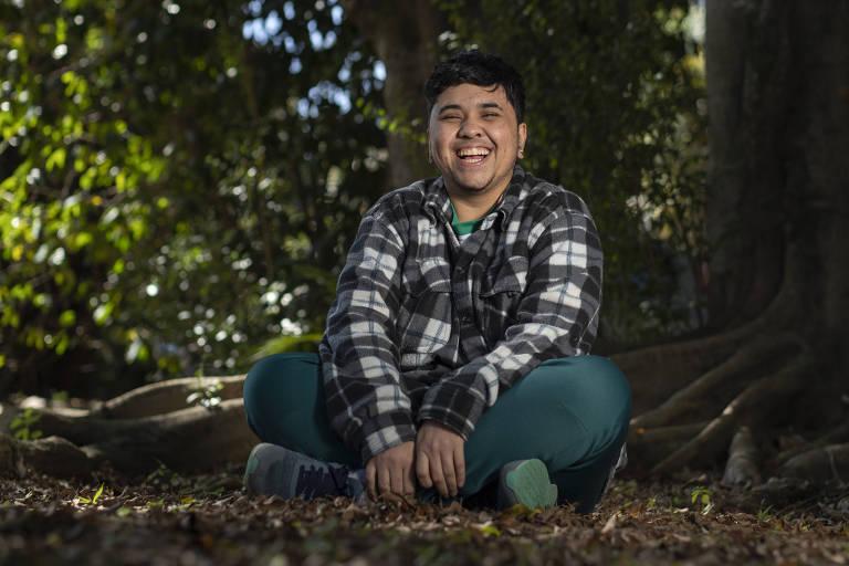 Alex Silva, 22, se sente aceito na Carambola, negócio social inclusivo onde conseguiu seu primeiro emprego após ter se assumido transexual