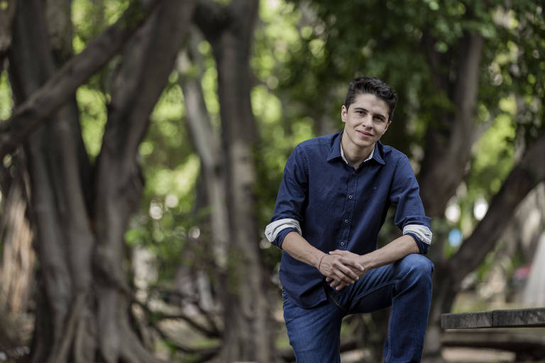 Gustavo Glasser, 35, é programador trans e fundador da Carambola, negócio social que promove a inclusão de minorias no mercado de tecnologia por meio da capacitação profissional