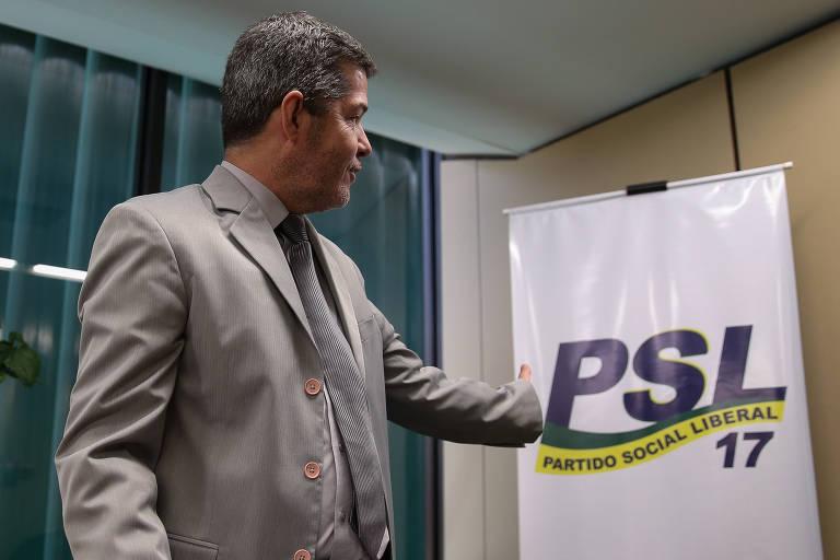 O deputado Delegado Waldir (PSL-GO) durante coletiva de imprensa para falar sobre a crise na legenda