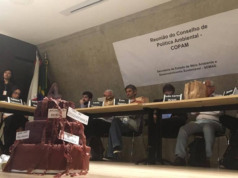 Conselho de MG aprovam licença para retorno das atividades da Samarco, em Mariana, em meio a protestos