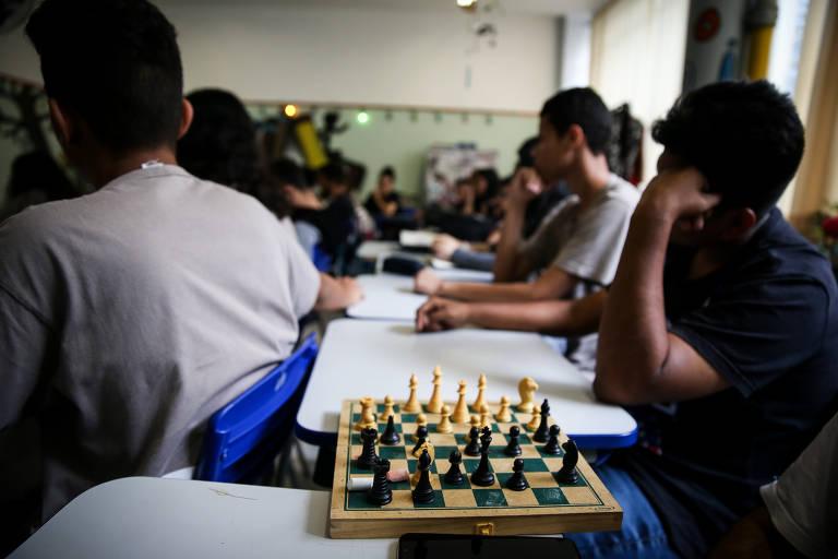 Período integral transformou colégio de 125 anos em SP