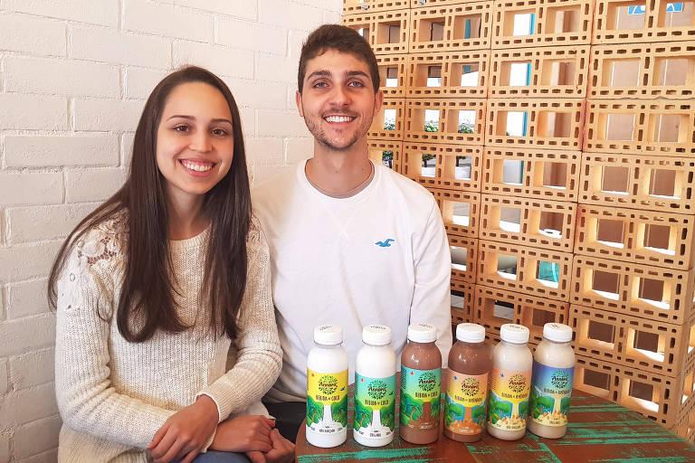 Bruno Rocha, vencedor da etapa do Paraná da EO, e sua esposa, Taísa Caraça, com produtos da Annora
