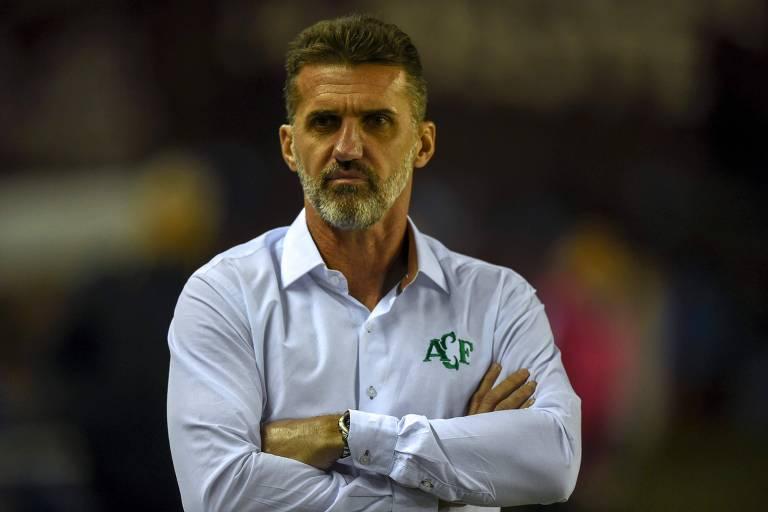 Vagner Mancini pediu demissão do São Paulo no mesmo dia da contratação de Fernando Diniz e agora comanda o Atlético-MG, rival do Tricolor neste domingo
