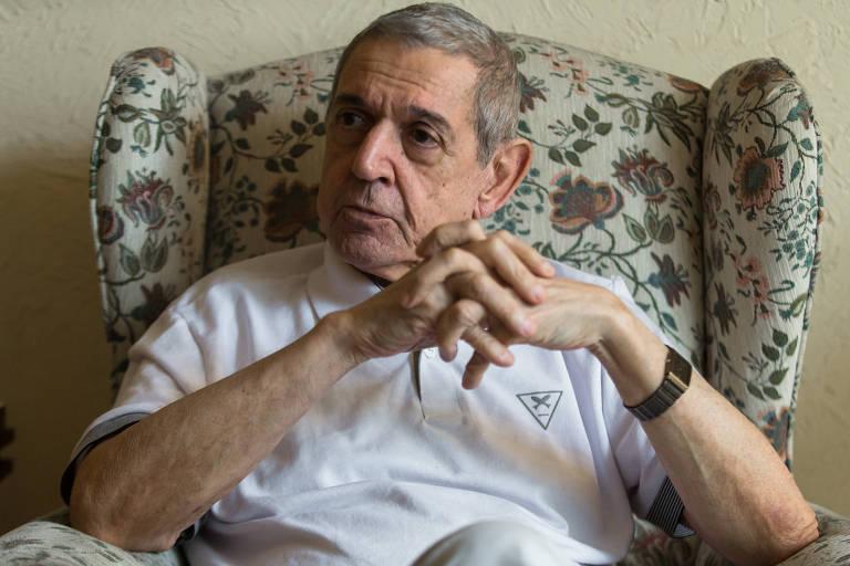 Wanderley Guilherme dos Santos em seu apartamento no Rio, durante entrevista em 2015