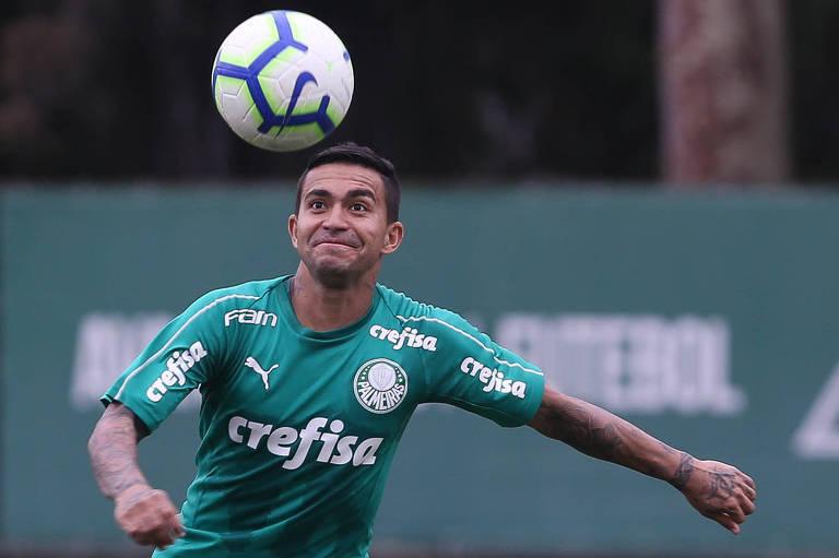 O atacante Dudu, do Palmeiras, durante treino da equipe alviverde