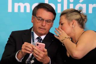 Jair Bolsonaro e a deputada Joice Hasselmann (PSL-SP), na cerimônia da Caixa