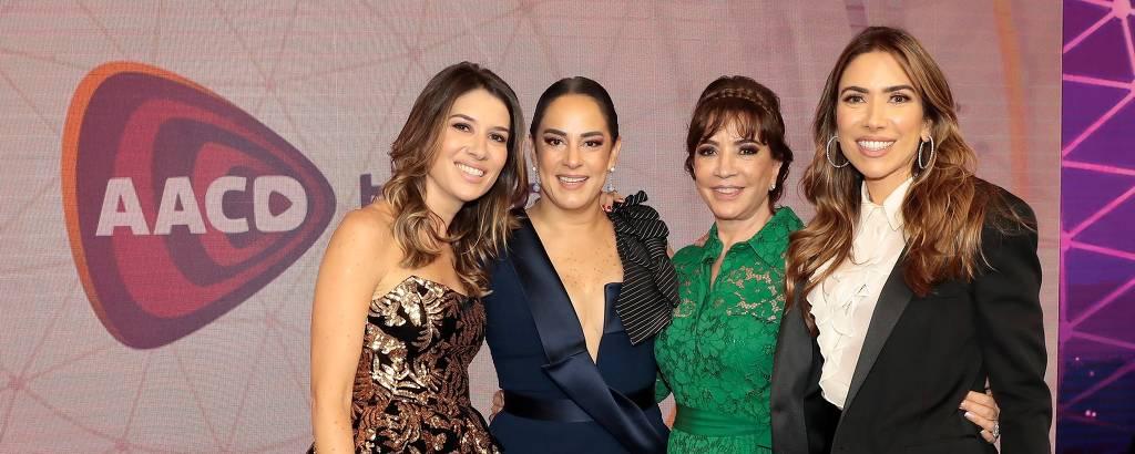 Da esq. pra dir., Rebeca, Silvia, Iris e Patricia Abravanel no Teleton