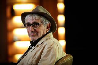 Diretor Elia Suleiman está no Brasil para lançar filme na 43ª Mostra