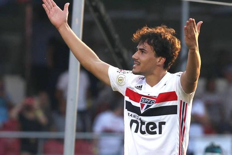 Igor Gomes, do São Paulo, comemora o primeiro gol na vitória sobre o Atlético-MG, no Morumbi