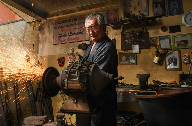 Samurai brasileiro cultiva a arte das espadas em Curitiba