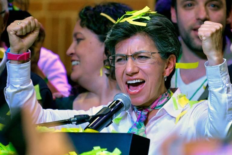 Claudia López celebra a vitória nas eleições que a tornaram prefeita de Bogotá
