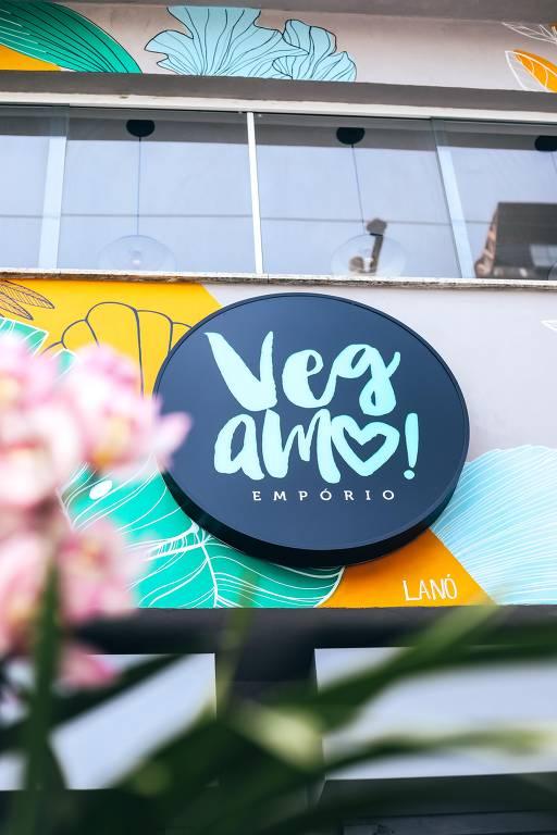 Ator e ativista Emiliano d'Avila inaugura restaurante vegano no coração de SP