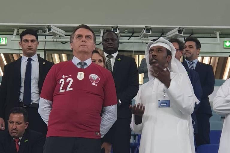 Bolsonaro durante visita ao estádio Al Janoub, uma das sedes da Copa do Mundo de 2022