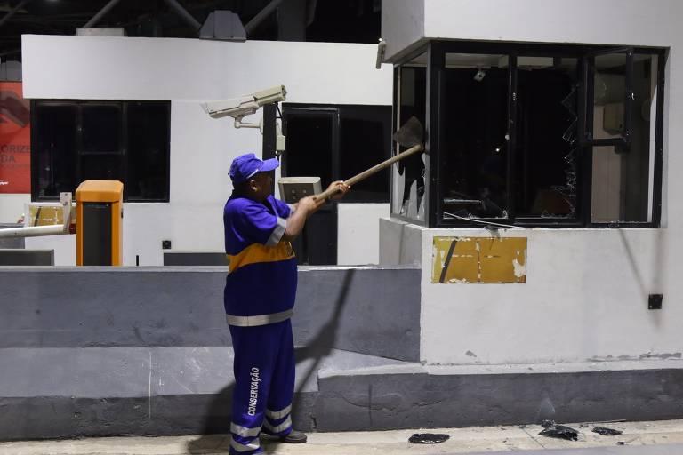 Crivella manda destruir praça de pedágio da Linha Amarela