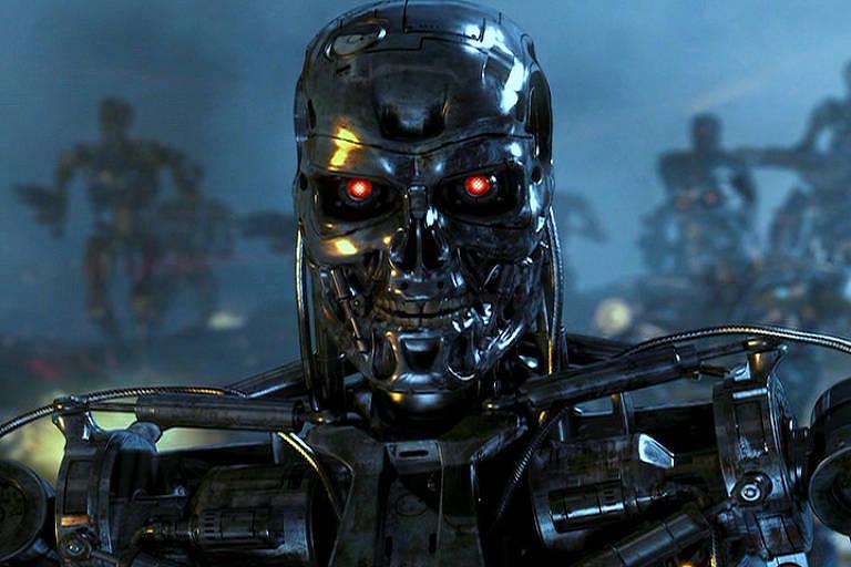 Robô humanoide aparece com semblante maligno e olhos vermelhos