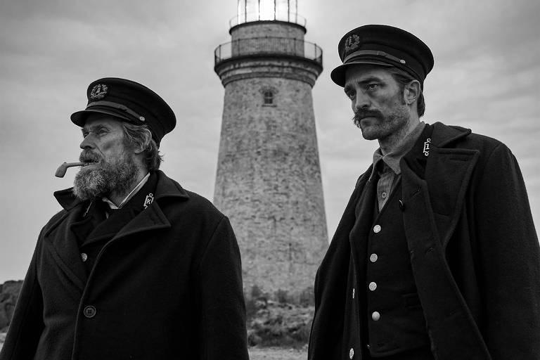 Williem Dafoe e Robert Pattinson em 'O Farol', de Robert Eggers